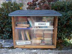 Construction d'une bibliothèque de rue 🗓 🗺